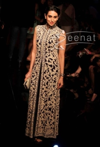 Karisma-Kapoor-at-Lakme-Fashion-Week-2014-Winter-Festive-Grand-Finale